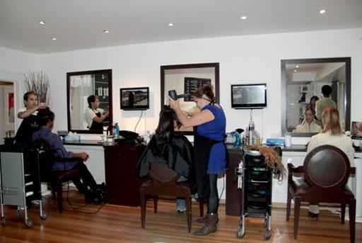 Salon de coiffure traditionnel avec lissage japonais et for Salon epilation homme